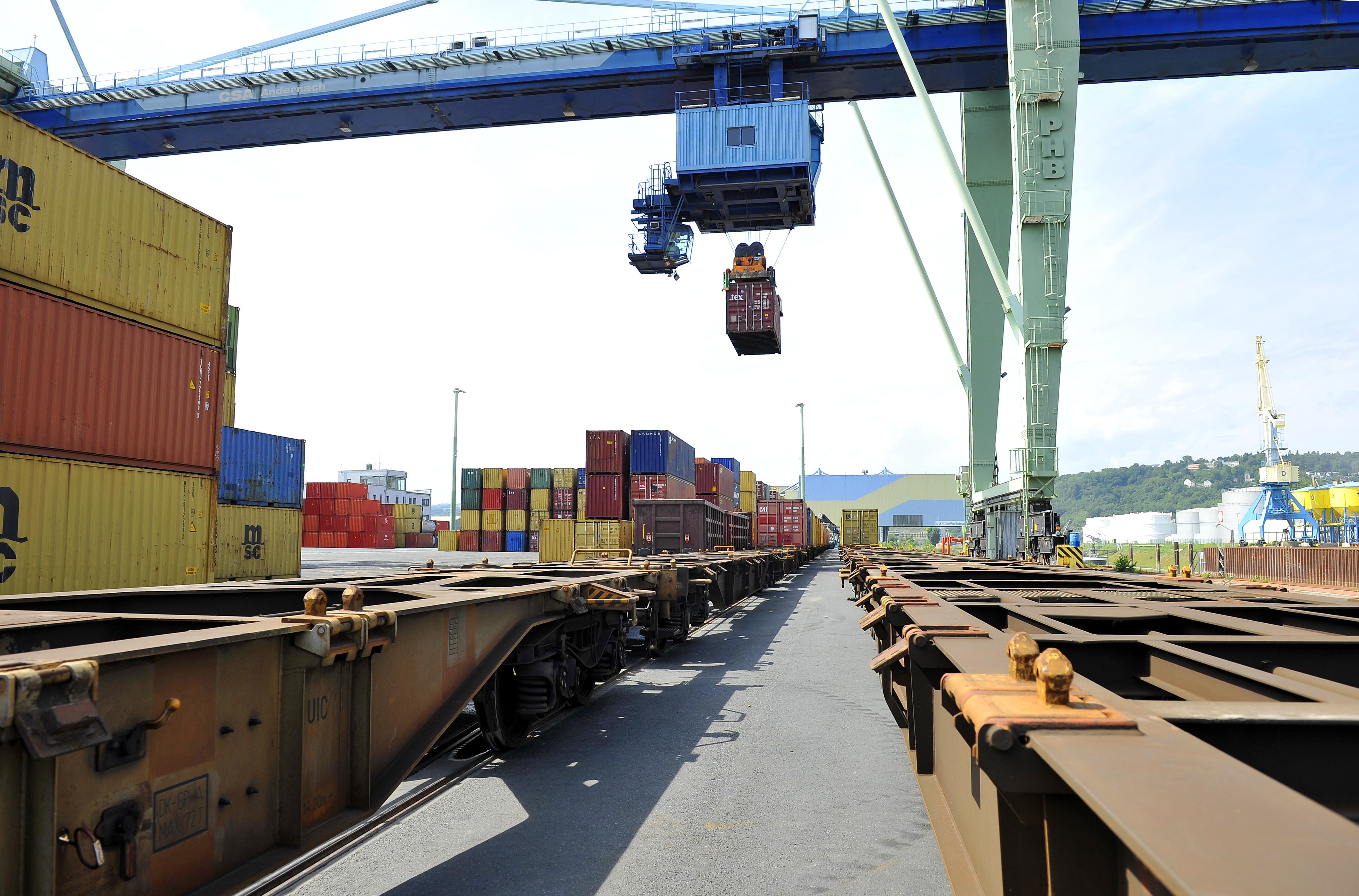 Hafen Andernach Zug