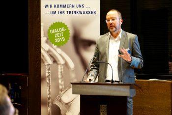 """Jan Deuster, technischer Geschäftsführer der Stadtwerke Andernach mit dem Vortrag """"Die aktuelle Wasserversorgung von Andernach""""."""